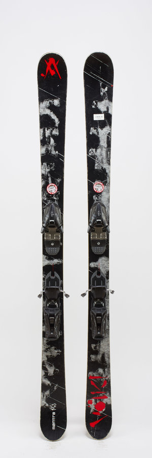 Černé dětské freeridové lyže s vázáním Völkl - délka 146 cm