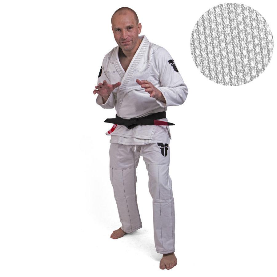 Bílé kimono na jiu-jitsu Fighter