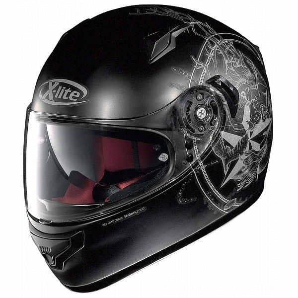 Černá helma na motorku X-lite
