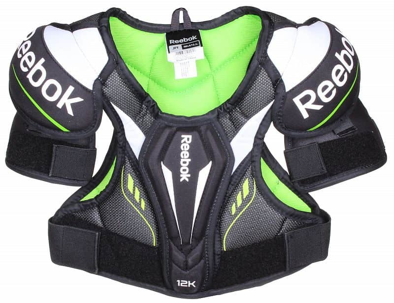 Černo-zelený hokejový chránič ramen - junior Reebok - velikost S