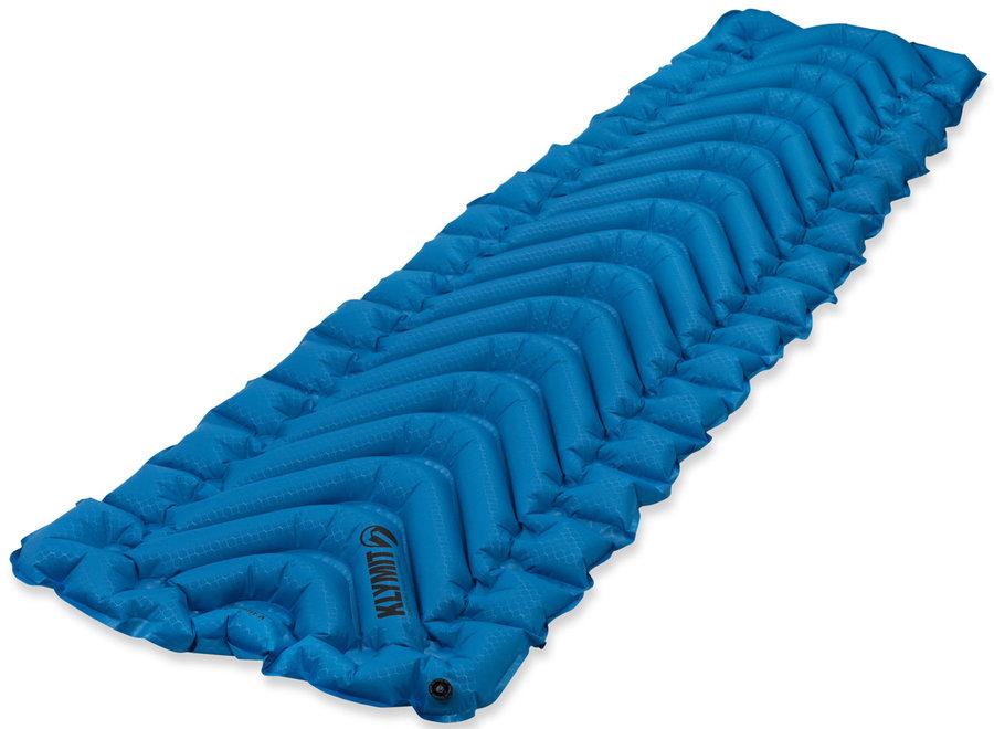 Modrá karimatka Klymit - tloušťka 6,4 cm