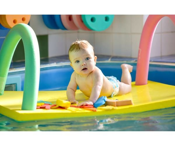 Modrý plavecký ponton Dena - délka 95 cm, šířka 70 cm a tloušťka 3,8 cm