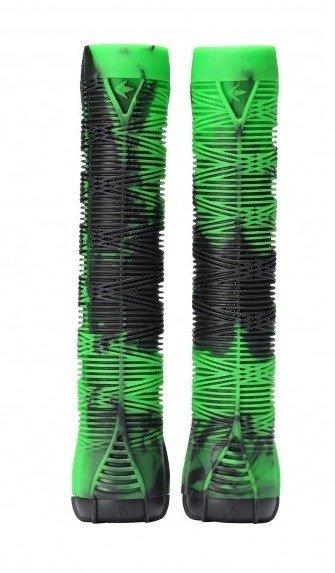 Černo-zelené gripy na koloběžku Blunt - délka 16 cm