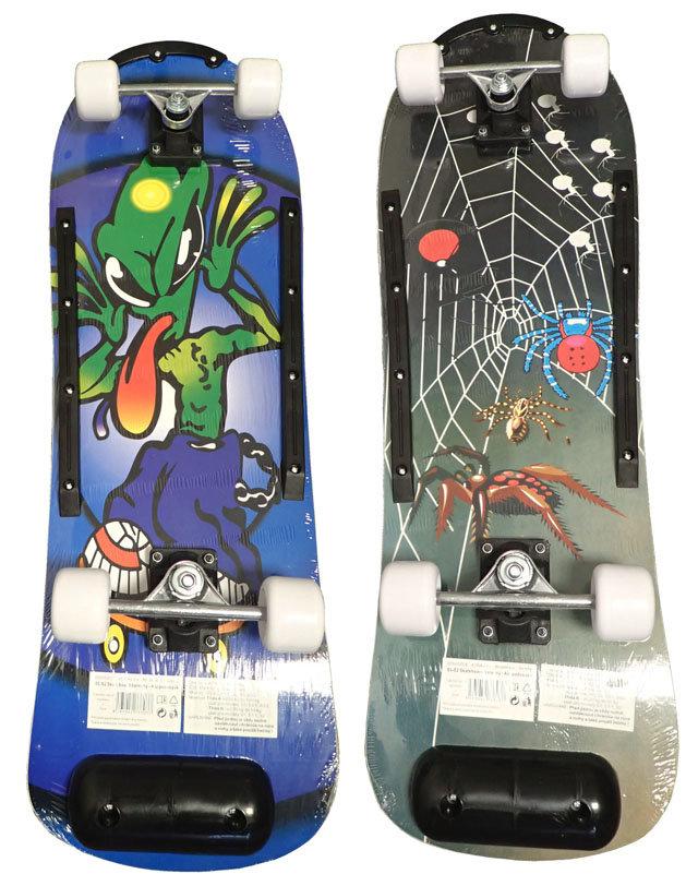 Různobarevný skateboard Acra - délka 77 cm a šířka 26 cm